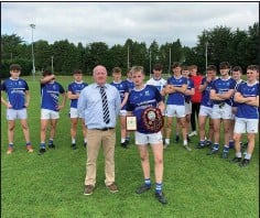 ??  ?? Éire Óg cap­tain Joe Pren­der­gast with the MFC 'A' shield tro­phy and the Wicklow Peo­ple spon­sored man of the match award.