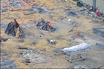 ??  ?? Multiple funeral pyres of those who died of Covid-19 at a ground converted into a crematorium in New Delhi.