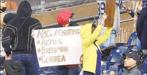 ?? GETTY ?? Yankee fans again share their feelings about Astros sign-stealing scandal on Wednesday night at Stadium.