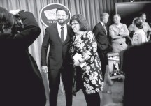 ?? CHIP SOMODEVILLA/GETTY IMAGES ?? CNN'S Barbara Starr in 2018 with actor Gerard Butler, who was at the Pentagon discussing role research he did aboard a Navy sub.