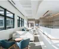 ??  ?? 01-02 上海嘉会国际医院把每一间病房都设计得一模一样。02