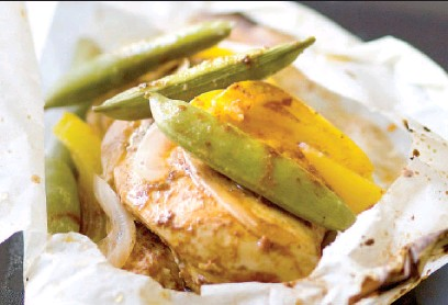 ??  ?? Curried chicken and vegetables en papillote can be served with steamed basmati rice, mango chutney and warm naan bread.