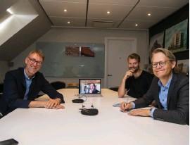 ?? Bild: Roger Larsson ?? Leif Jönsson, Per Bengtsson (via videolänk), Fredrik Fallbäck och Fredrik Brorson på Fredblad arkitekter skriver ny historia.