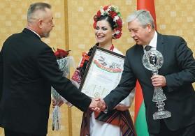 ??  ?? В 2017 году филиал «Энергосбыт» РУП «Гомельэнерго» награжден Премией Правительства Республики Беларусь за достижения в области качества