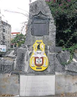 ??  ?? Monumento erigido a los fallecidos en el naufragio de la fragata 'Gneisenau'.
