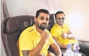 ?? TWITTER/@CHENNAIIPL ■ ?? All set: Vijay and Jadhav strike a pose.