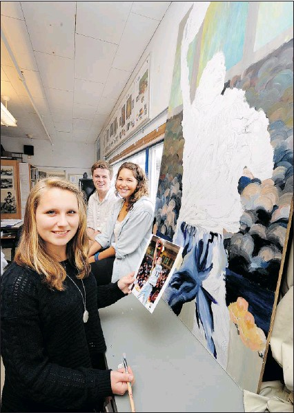 ?? GLENN BAGLO — PNG ?? Handsworth Secondary artist Rachel Woldmo (front) with Eric Warner and Jamie Hills, works on wall mural painted in honour of the late Quinn Keast.