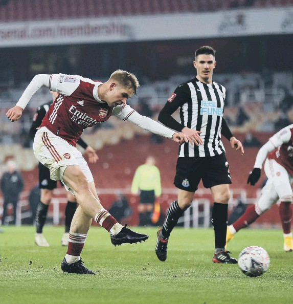 ??  ?? Emile Smith Rowe puts Arsenal in front in the second period of extra time.