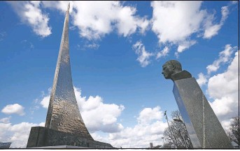 ?? (AP/Alexander Zemlianichenko) ?? The bust of Gagarin and the 351-feet high titanium obelisk depicting a starting rocket is dedicated to the first cosmonauts in Moscow.