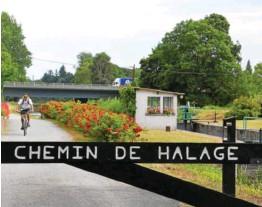 ??  ?? Autour du chemin de halage de la Vilaine, au sud-ouest de Rennes, pas moins d'une centaine d'étangs embellissent le paysage. Mais ils restent encore difficiles d'accès. alentour, faute d'aménagements, quand plaisanciers et kayakistes trouveront difficilement un point de chute au fil de l'eau.