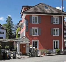 ?? Foto: Sabine Rock ?? Ob das Restaurant Nöihüüsli je wieder öffnen wird, ist nach dem unerwarteten Tod einer der beiden Wirtinnen ungewiss.