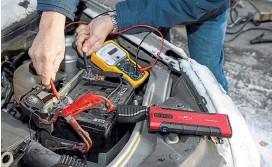 ??  ?? Фрагмент испытаний: измеряем пусковой ток, выданный бустером. Успешный пуск двигателя Логана от литийионного бустера без участия штатной АКБ. Для бустера это предельный режим: заряда в нём маловато.