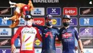 ??  ?? Dominio neerlandés. Van Baarle relevó a Mathieu van der Poel, ganador en 2019, en lo más alto del podio de esta semiclásica.