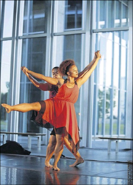 ?? File Photo/tom Fox ?? Dancers Tina Mullone (front) and Lela Bell Wesley of Beckles Dancing Company, shown in a 2015 performance, will be featured in Beckles shows this weekend in a number called In Summer, in celebration of their 20th anniversary with the company.