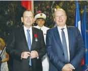 ?? (Courtesy Embassy of France) ?? TEL AVIV-JAFFA Mayor Ron Huldai (left) with French Ambassador Eric Danon.