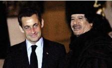 ??  ?? Fin 2007, Nicolas Sarkozy recevait Mouammar Kadhafi à l'elysée.