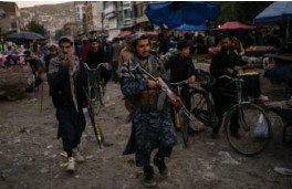??      BERNAT ARMANGUE / AP / NTB ?? Taliban-soldater patruljerer gatene i gamlebyen i Kabul.