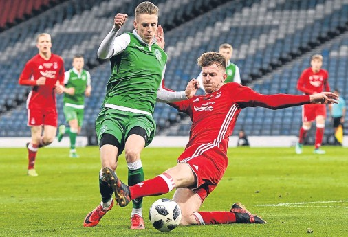 ??  ?? ON THE SLIDE: Aberdeen's Sam Roscoe, right, slides in to tackle Hiber­nian's Oli Shaw at Ham­p­den last night