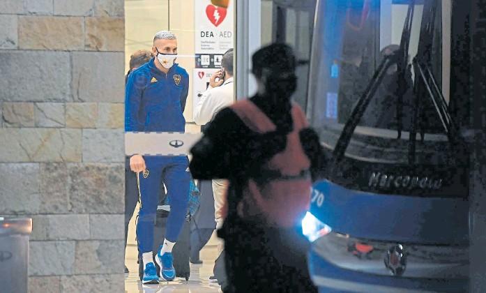 ?? Télam ?? Briasco, uno de los demorados por la policía brasileña tras los incidentes en el Mineirao, ayer por la tarde, en el arribo del plantel de Boca a Ezeiza
