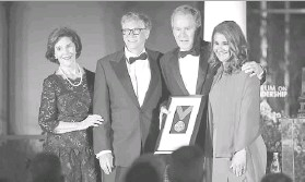 ?? Smiley N. Pool/staff Photographer ?? Bill and Melinda Gates received the Bush Medal from former President George W. Bush and Laura Bush on Thursday at the Rosewood Mansion on Turtle Creek.