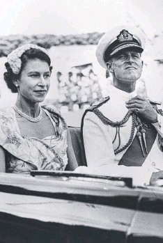 ??  ?? Queen Elizabeth and Prince Philip in Brisbane in 1954.