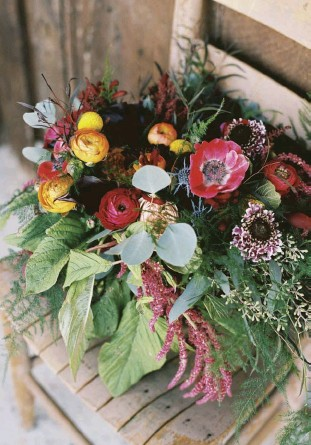 """??  ?? above: """"I WANTED A HUGE, cascading bouquet,"""" Mandi says. """"Nothing tight, nothing really arranged. Just loose and whimsical."""""""