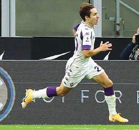 ??  ?? Resistenza Federico Chiesa, 22 anni e già 136 partite in Serie A (e 26 gol) con la Fiorentina