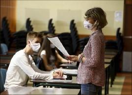 ??  ?? Le gouvernement encourage les élèves à continuer à assister aux cours en présenciel, pour consolider leurs acquis. (Photo Jean-François Ottonello)