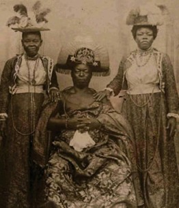 ??  ?? Emperor in absentia Oba Ovonramwen, ruler of the kingdom of Benin, pictured c1905 while exiled in Calabar following the British raid on Benin City in 1897