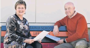 ?? PHOTO: GREGOR RICHARDSON ?? For the children . . . Tainui School principal Shelley Wilde and Mornington School principal Brent Caldwell are calling on the Government for funding for teaching highneeds pupils to be improved.