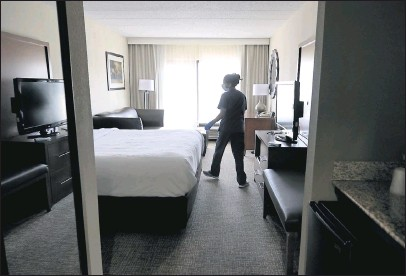 ?? DANIEL SANGJIBMIN/ TIMES-DISPATCH ?? Olga Asercio, an employee of Comfort Suites Southpark in Colonial Heights, inspected a room on Tuesday at the hotel owned by Kalyan Hospitality. During the pandemic, Kalyan has received federal relief loans and will apply for more in the newround.