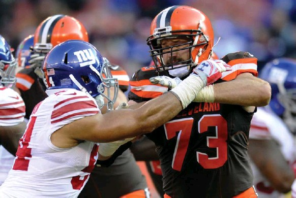 ?? NICK CAMMETT/DIAMOND IMAGES/GETTY IMGES ?? Cleveland Browns tackle Joe Thomas hasn't missed a snap since he was drafted in 2007. He'll surpass 10,000 consecutive snaps Sunday.