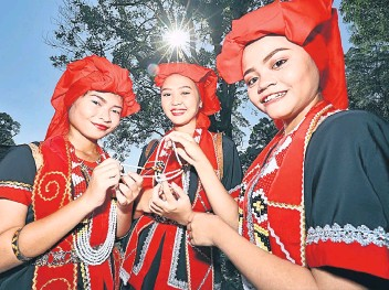 Pressreader The Borneo Post 2018 05 02 Bidayuh Beauties
