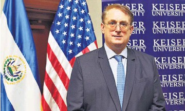 ??  ?? Información. En visita a El Salvador, Mathew Anderson, presidente del campus latinoamericano de Keiser University comentó sobre la nueva carrera que estarán impartiendo.
