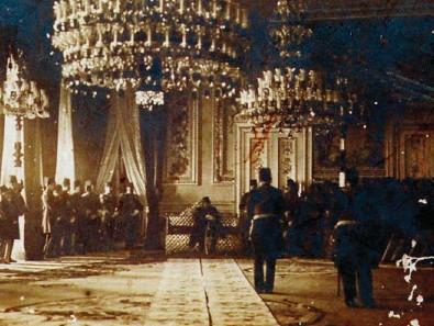 ??  ?? Sultan II. Abdülhamit, 1908'de II. Meşrutiyet'in ilanından sonra Yıldız Sarayı'nda bir tören sırasında.
