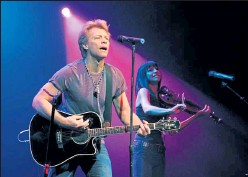 ?? David Becker / Getty Images ?? Recording artist Jon Bon Jovi, left, performs at an early vote event for Obama for America at the House of Blues inside the Mandalay Bay Resort & Casino on the last day Nevadans are able to register to vote Oct. 6, 2012 in Las Vegas, Nev.