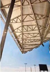 ??  ?? DE ALTURA. La parte más aperaltada de la cubierta, de 15,842 m2, mide nueve metros de altura.