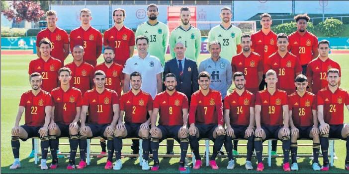 ??  ?? Los internacionales posan en Las Rozas para la foto oficial de la Selección días antes de que comenzara la Eurocopa.