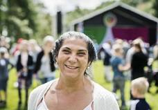 """??  ?? NÖJD GÅRDSTENSBO. Sali Resblom har bott i Gårdsten sedan 1994 och nästan lika länge drivit en förskola i stadsdelen. """"Det har varit en enorm utveckling under dessa år""""."""