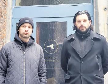 ?? – PHOTO AGENCE QMI/ALEX PROTEAU ?? Le propriétaire du bar le Cloak Room, Andrew Whibley (à gauche), et le propriétaire des bars El Pequeño et Cold Room, Kevin Demers.