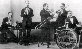 ??  ?? Pionieri Della Original Dixieland Jass Band facevano parte anche due italo-americani: Nick La Rocca e Tony Sbarbaro