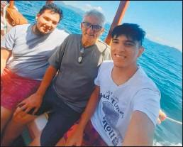 ?? GZA.HERNÁNDEZ ?? COMPINCHES. Mauro, Roberto y Francisco, siempre juntos.