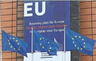 ?? Foto Yves Herman/Reuters ?? Evropska komisija je zvišala napovedi gospodarske rasti za države Unije, a hkrati opozarja na tveganja in poziva k cepljenju.