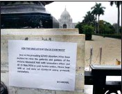 ?? PIC/PTI ?? The notice outside the closed gate of Victoria Memorial, in Kolkata, on Friday