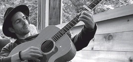 ?? Courtoisie ?? L'auteur-compositeur-interprète se prépare au lancement de L'introduction, son premier album solo—photo