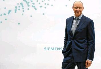 ?? Foto: Matthias Schrader, dpa ?? Mit Roland Busch steht seit langer Zeit wieder ein Techniker an der Spitze des Siemens‰Konzerns.