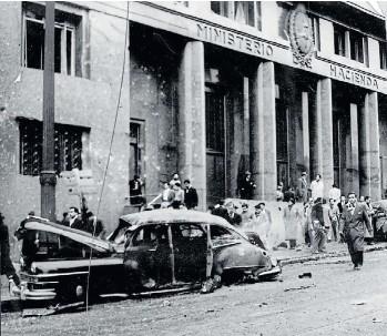 ?? ARCHIVO DE LA RAZÓN ?? En los bombardeos de Plaza de Mayo de 1955 se identificó a 308 muertos. Más que los de Guernica.
