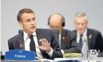 ?? EFE ?? Macron, presidente de Francia, visitó varios puntos turísticos mientras hubo bombas lacrimógenas incluso en el Arco de Triunfo