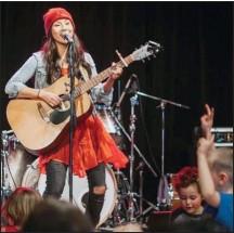?? ginalinamusic.com ?? Juno nominee Ginalina performs to a group of children.