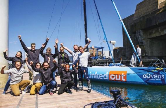 ?? Photo Thibault Desplats ?? Plusieurs membres d'Entourage et de LinkedOut étaient à Lorient, début juin, pour découvrir et embarquer sur l'Imoca de Thomas Ruyant.
